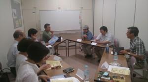 参加者は、左手前から沢村さん、河野さん、鈴木さん、若原さん、吉田さん、小賀さん、岩寺さん、丸山さん、吉岡の9名でした。